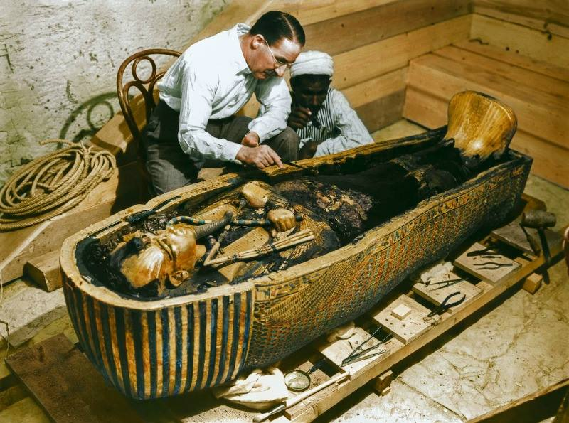 The discovery of Tutankhamun in full color