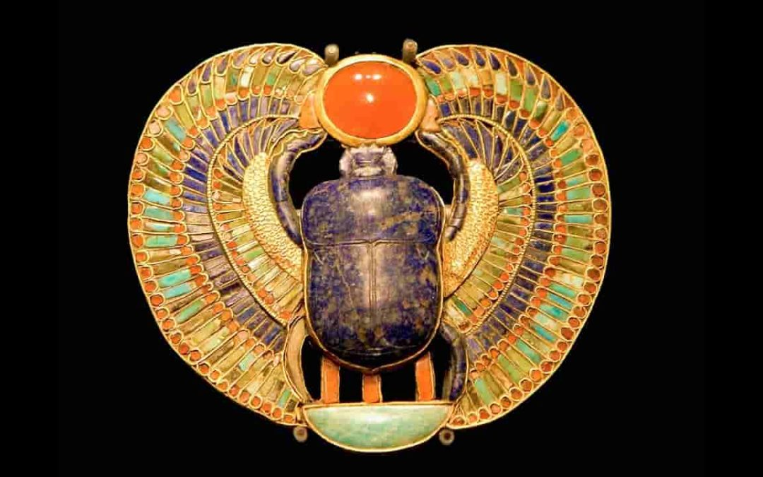 What does the scarab beetle symbolize in ancient Egypt? (amazing photos)